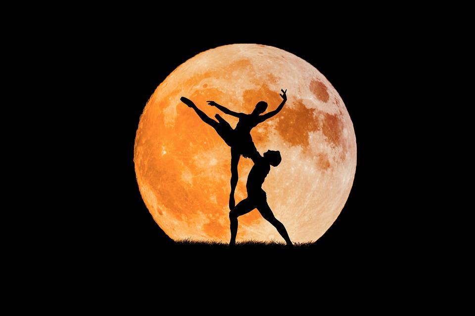 Lua cheia em Balança – momento de revelações amorosas!